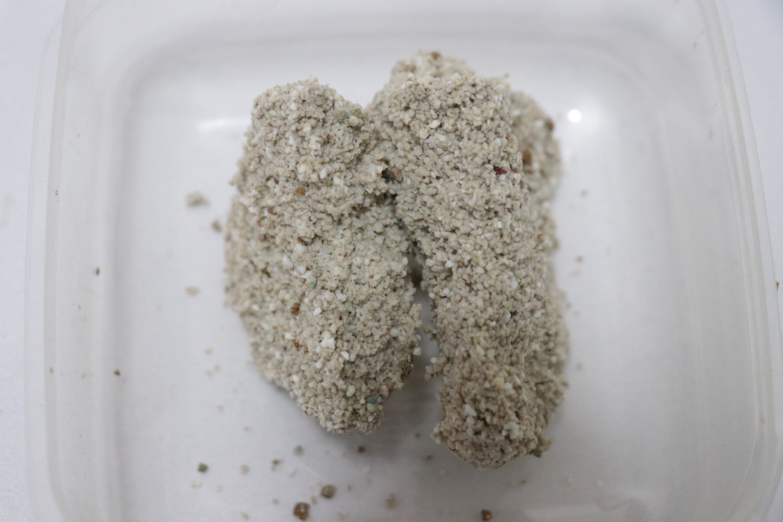 セリームバオオサンドホワイトの尿の固まり